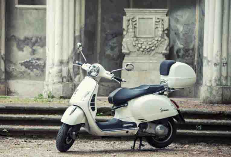 Rent a Vespa GTS 300 i.e. ABS/ESR